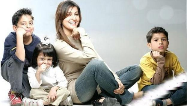 Shahista-Wahidi-With-her-children