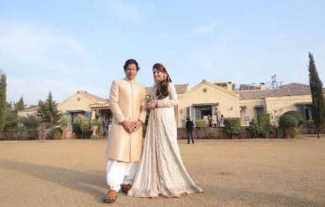 Imran Khan and Reham Wear Wedding Dress